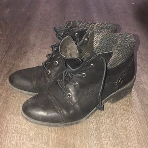 8.5 sperry black heeled lace up boots